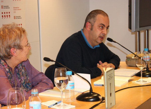 "Image:  Emilio Silva (at right) of ARMH speaks at the presentation of the ""Dictionary of Historical Memory"" in November, 2011."