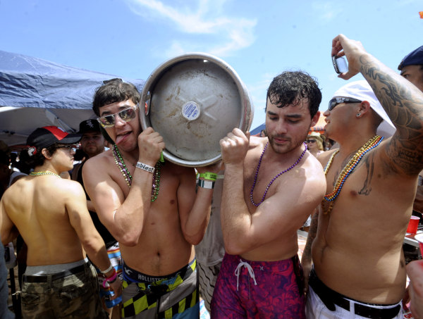 Image: Students on spring break carry a keg of beer through a crowd on South Padre Island