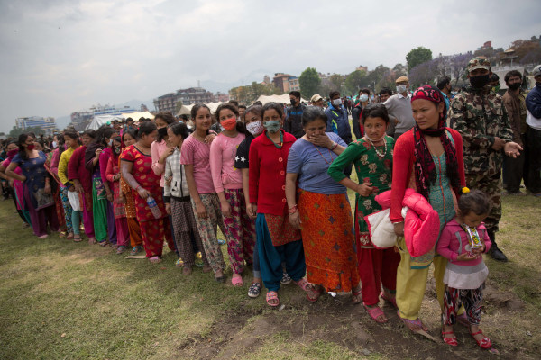 Image: Nepalise waiting for relief aid