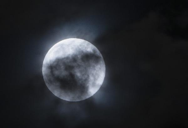 Image: Blue moon over Skopje