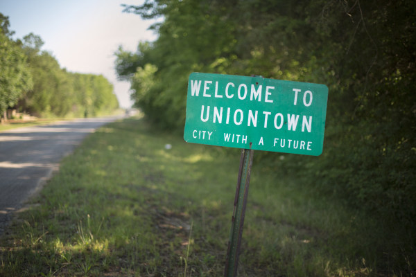 Image: A sign welcomes motorists to Uniontown