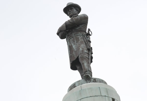 Image: A monument to Confederate General Robert E. Lee towers over a traffic circle in New Orleans