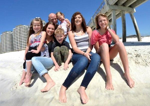 Image: Bella, Jennifer, Marty, Benjamin and Molly Bettelyoun along with Kalyn and Olivia Rubino