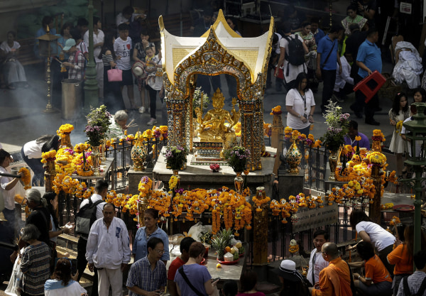 Image: Religious ceremony for victims of Bangkok bombing