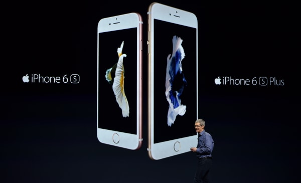 Image: Apple CEO Tim Cook introduces iiPhone 6s and 6s Plus