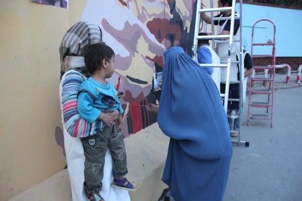 Image: Kabul residents volunteer to paint with artist Kabir Mokamel