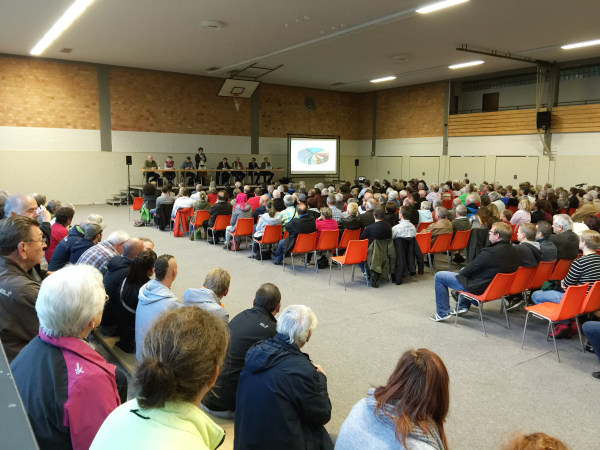 "Image: : Community ""town hall meeting"" in Rothwesten, Germany"