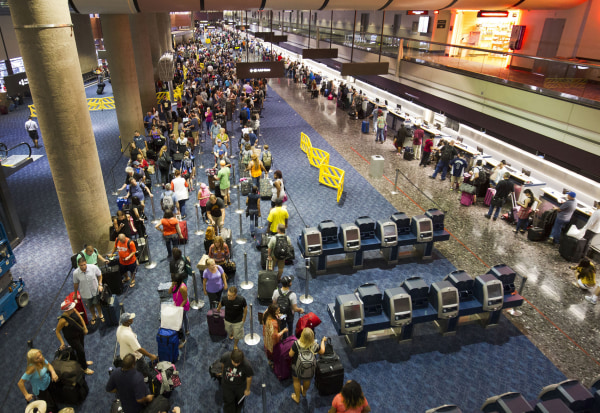 Image: Southwest Airlines passengers wait in long line at McCarran International Airport