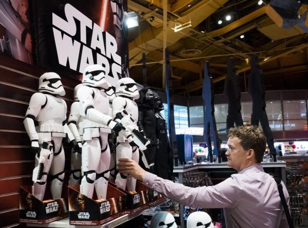 Image: Star Wars Mechandise Promotes New Movie