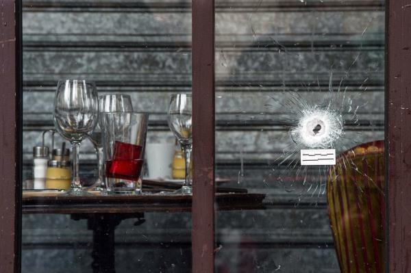 Image: Paris attacks aftermath - La Belle Equipe