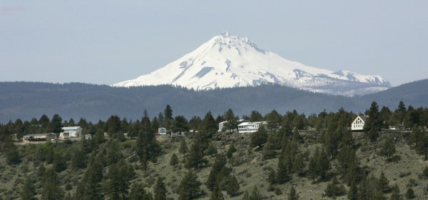 Image: Mount Jefferson looms over homes