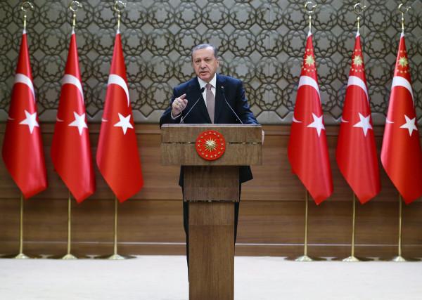Image: Turkish President Erdogan meets with local leaders