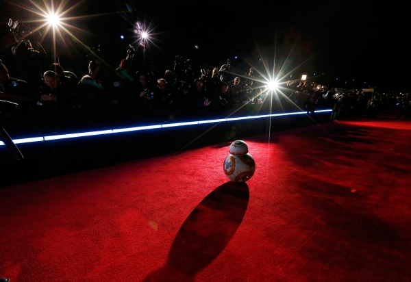 """Image: Droid BB-8 arrives at the world premiere of the film """"Star Wars: The Force Awakens"""" in Hollywood"""