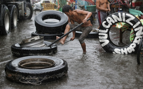 Image: Thousands evacuated as Philippines hit by Typhoon Melor
