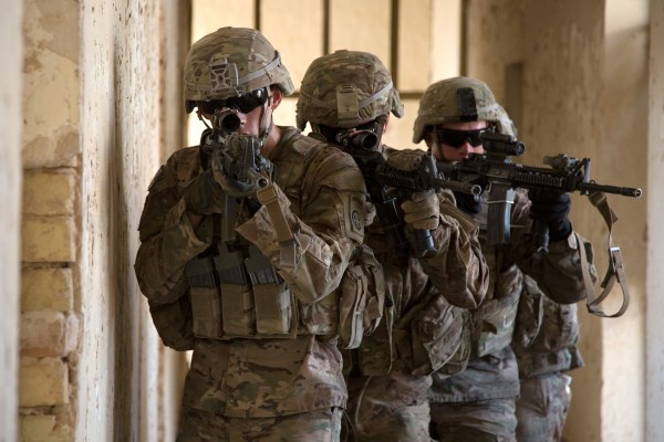 Image: U.S. Army paratroopers squad level training