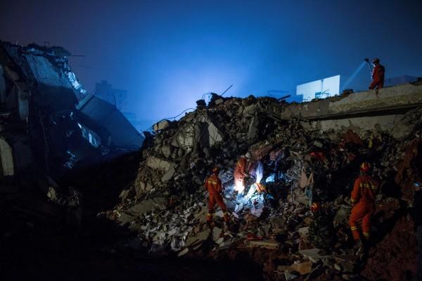 Image: Chinese landslide rescue effort