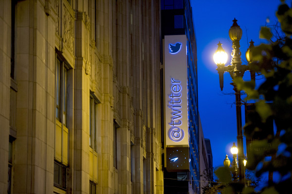 Twitter Seeks to Avoid Facebook's IPO Stumble With Its Own Debut