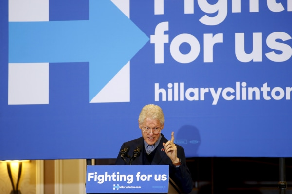 Image: Former U.S. President Clinton speaks at Hotel Julien in Dubuque