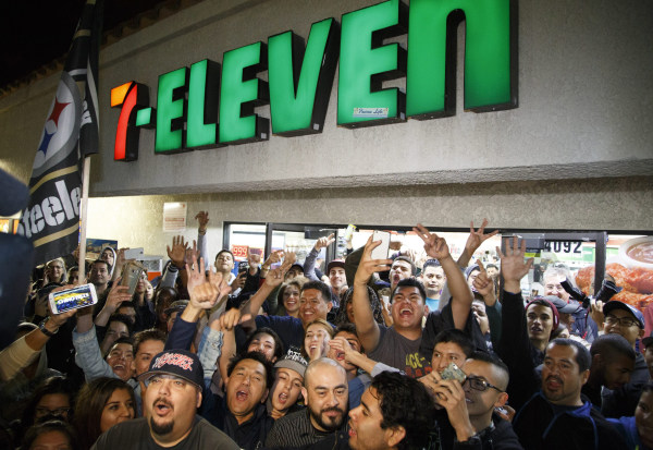 Image: Powerball celebration at winning 7-Eleven store in Chino Hills, California