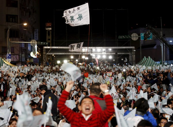 Image: Supporters of Taiwan's Democratic Progressive Party celebrate