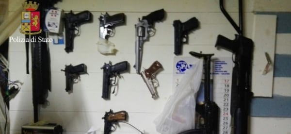 Image: Police show the weapons seized in the bunker where the fugitives were found.