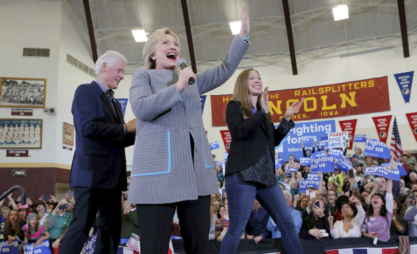 Image: U.S. Democratic presidential candidate Hillary Clinton speaks at a campaign rally in Des Moines