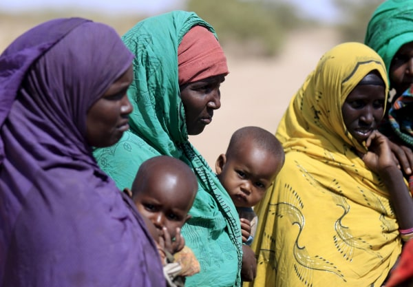 Image: Ethiopian women wait to collect water