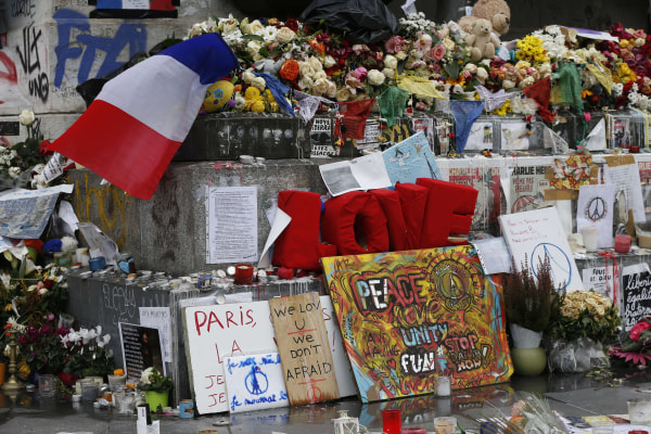 Image: Makeshift memorial for victims of Paris attacks on Nov. 27