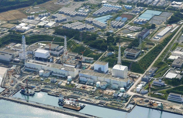 Image: Aerial view of TEPCO's tsunami-crippled Fukushima Daiichi nuclear power plant and its contaminated water storage tanks in Fukushima