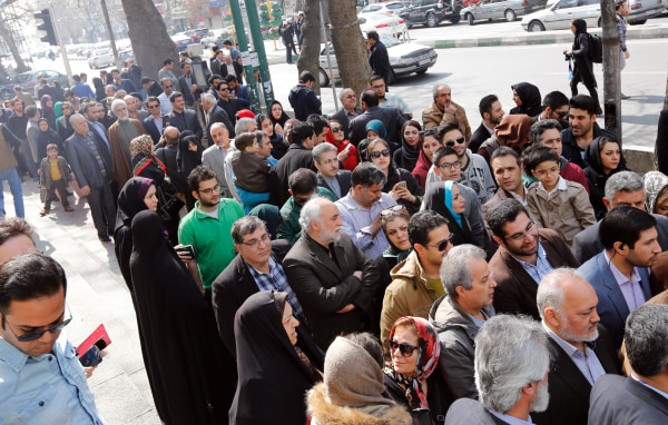 Image: Iranians wait to vote in Tehran