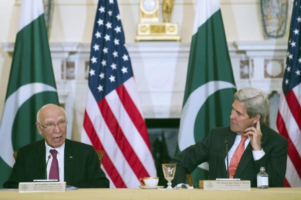 Image: John Kerry, Sartaj Aziz