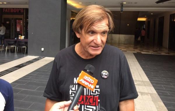 Image: Blaine Gibson speaks to the media in Kuala Lumpur