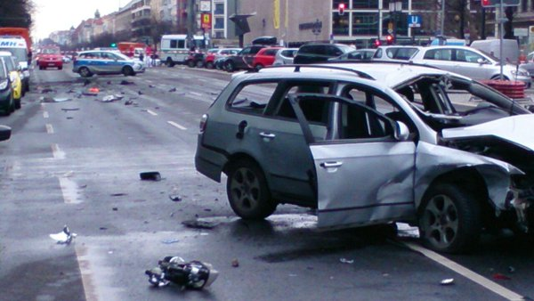 Image: Berlin police tweeted a picture of the wrecked car.