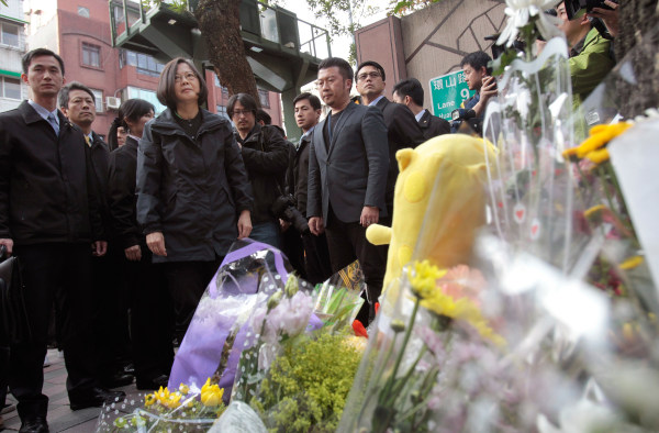 Image: Taiwan's President-elect Tsai Ing-wen, second left, visits a makeshift memorial for slain girl