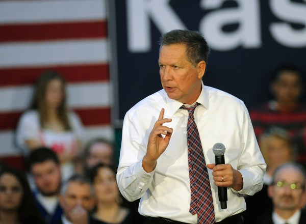Image: Ohio Gov. John Kasich speaks during a campaign event