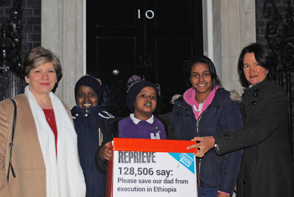 Image: Kids bring petition to 10 Downing Street