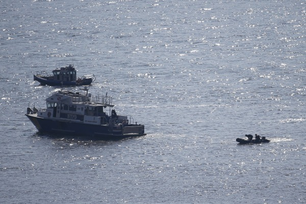 Image: NYPD divers ride a boat on the Hudson River