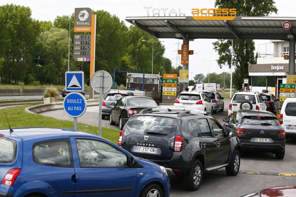 Image: Fuel scarcity in France