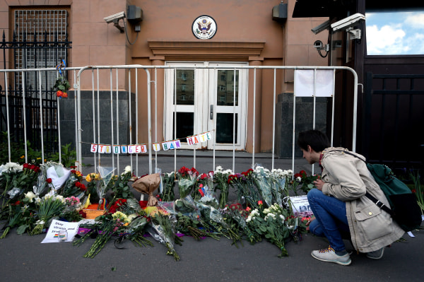 People bring flowers at US Embassy in Moscow to pay tribute to Orlando nightclub shooting victims