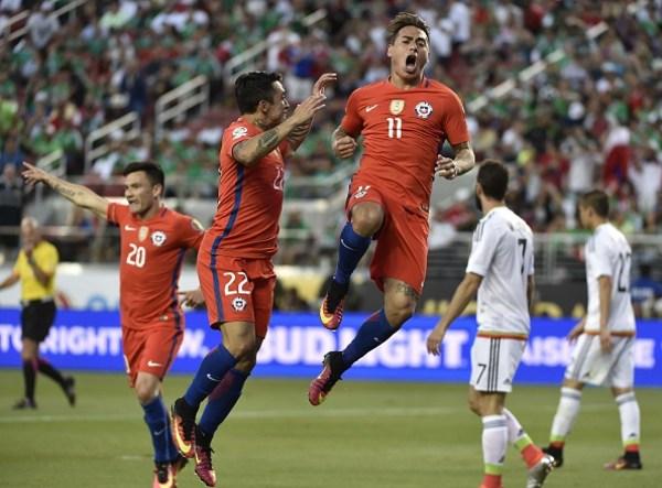 Eduardo Vargas Celebrates Chile Goal Against Mexico - COPAM2016-MEX-CHI