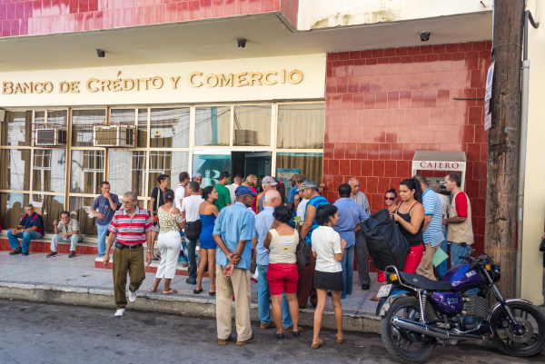 Cuba news: People lining up for banks is common