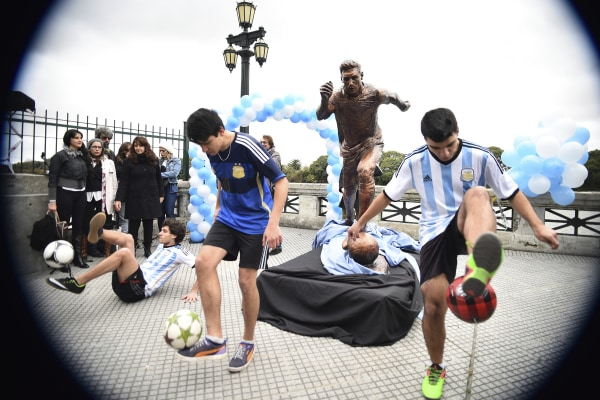 Lionel Messi Statue Unveiled in Buenos Aires
