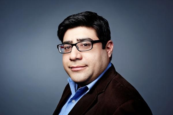 Headshot of journalist Mariano Castillo.