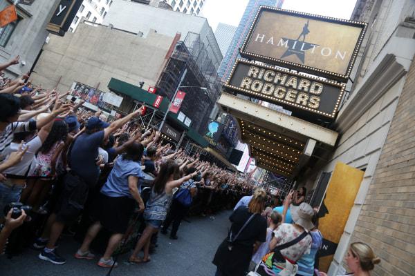 Lin-Manuel Miranda Says Farewell To Hamilton At Broadway Lottery