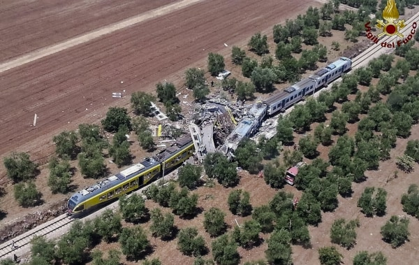 Image: Italy train crash