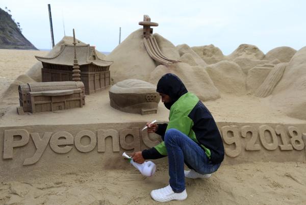 Image: PyeongChang sand sculpture on Copacabana Beach in Rio de Janeiro on Aug. 10, 2016