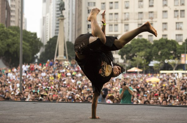 IMAGE: Passinho dance-off