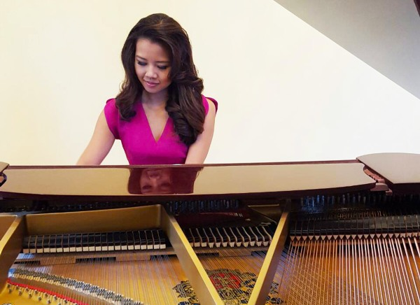 Justine Ker, Miss Louisiana, is classically trained on the piano and violin for the past 16 years.