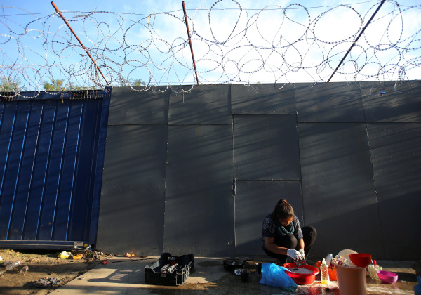 Image: A refugee woman washes clothes on the Hungary-Serbia border