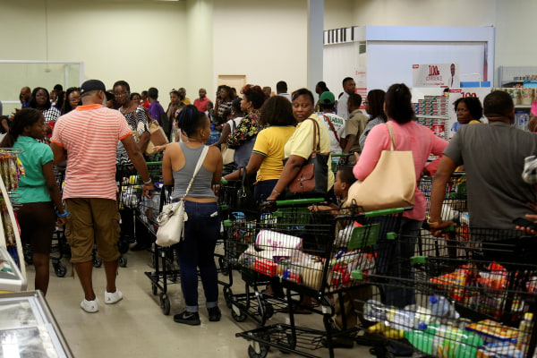 Image: Jamaicans flock to the supermarkets to take care of last minute shopping pending the arrival of Hurricane Matthew in Kingston